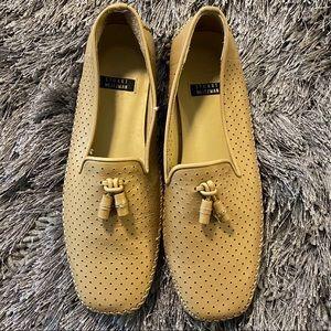 Stuart Weizman tan leather loafer shoes